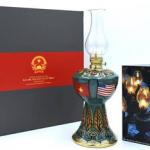 Thủ tướng Nguyễn Xuân Phúc tặng đèn dầu Bát Tràng cho Tổng thống Mỹ